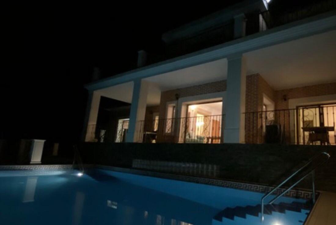 VENTA DE CHALET EN MALAGA: URB. MONTES DE PINARES DE SAN ANTON